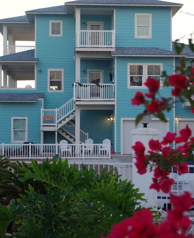 Ship Ahoy! Coastal Chic spacious home w/ OCEAN Views, Decks, Boardwalk!