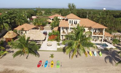 Oceanfront luxury beach house, 4 bed / 4.5 bath, pool, near Placencia, STUNNING!