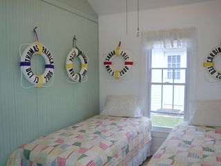 South Haven cottage photo - Middle Bedroom, 2 Twin Beds, Great for Kids.