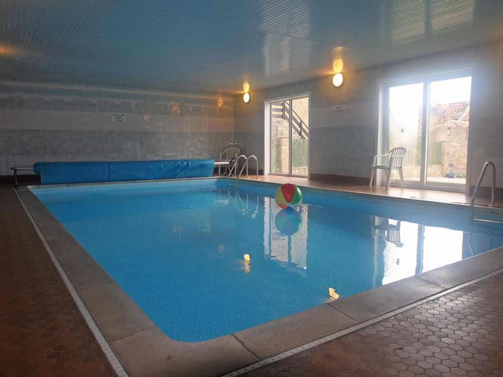 Holly cottage sleeps 6 detached country cottage with indoor heated swimming 8122501 for Indoor swimming pool scarborough