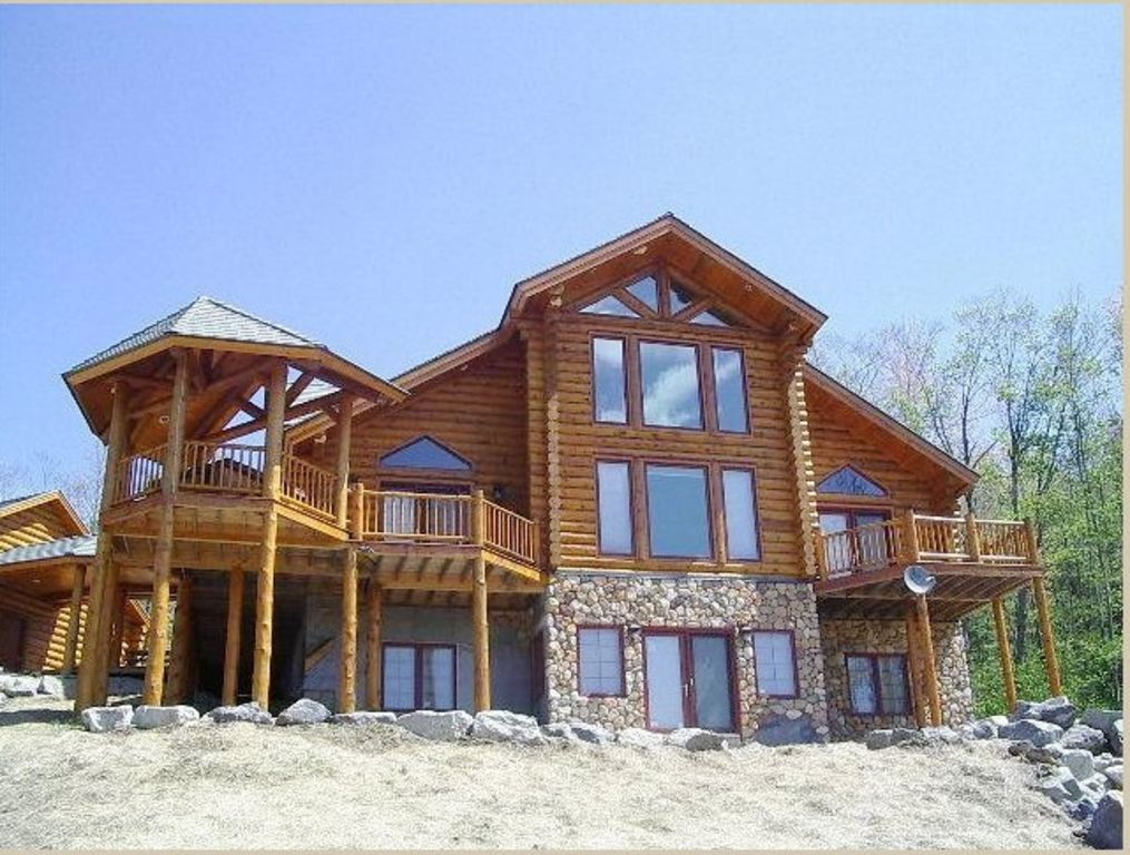 Stunning luxury log home in sunday river w hot tub pool for Cabin rentals in maine with hot tub