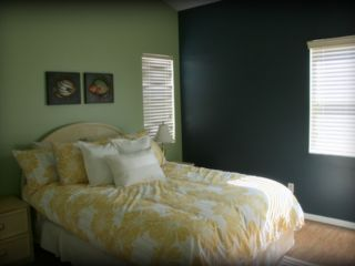 Indian Shores condo photo - The 2nd bedroom has a Queen bed and 26' HDTV.