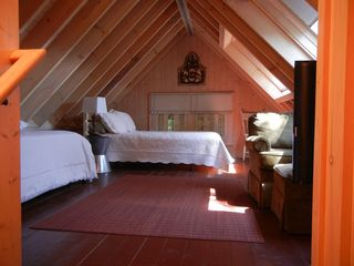 Sapphire cottage photo - Upstairs Bedroom with Queen Bed, Twin Trundle Bed and Flat Screen TV.