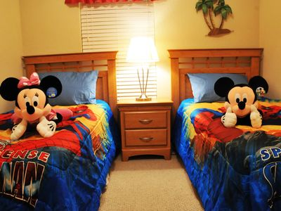 ⭐UPSCALE⭐4 Bed/ Private Hot Tub/ Wii/ Game Room/ BABY-Friendly/ 10 min to Disney