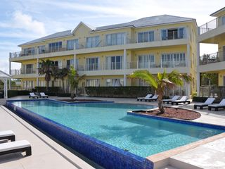 Nassau & Paradise Island townhome photo - Infinity pool.