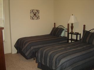 Branson villa photo - Lower Level Bedroom With 2 Twin Beds, only room with out TV