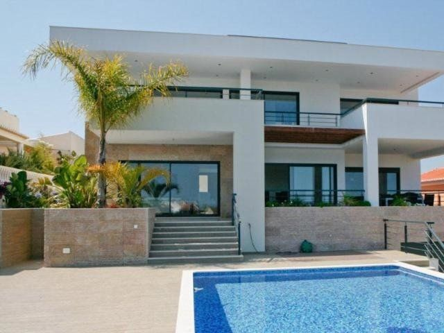 Air-conditioned accommodation, close to the sea , Mexilhoeira Grande