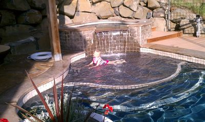 Shallow thermal ledge for kids...They love it.