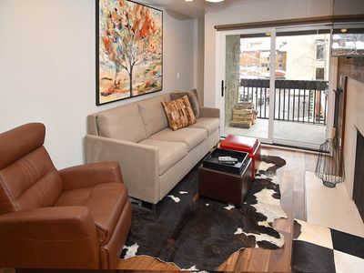 This newly remodeled condo in the heart of Lionshead 75 yards from the gondola!