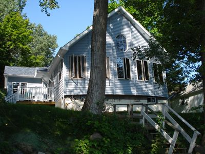 Plattsburgh cottage rental - The spacious front room looks onto the Lake.