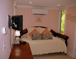 Kiawah Island villa photo - The Salmon room, west side, has a single bed and a full bath adjoining.