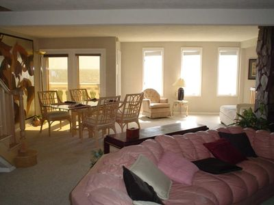 Cocoa Beach condo rental - Oceanfront Dining and Livingroom