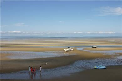 Bay Beach is just across the street. This low tide is perfect for collecting shells.