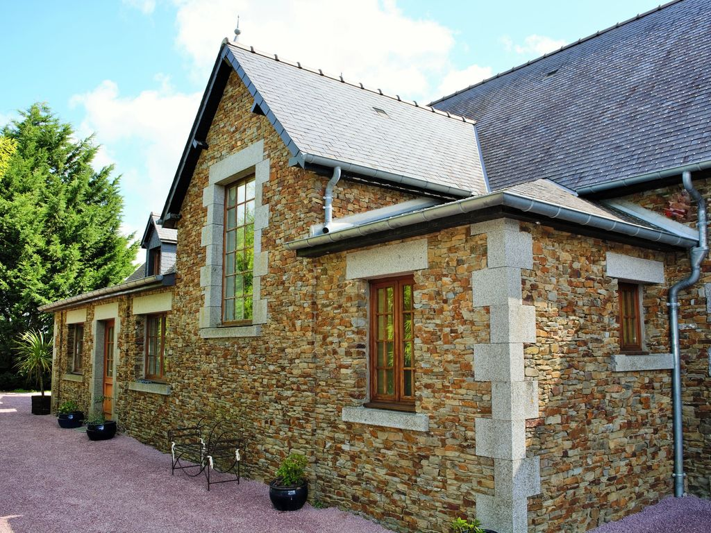 Accommodation near the beach, 250 square meters, , Vergoncey, Basse-Normandie