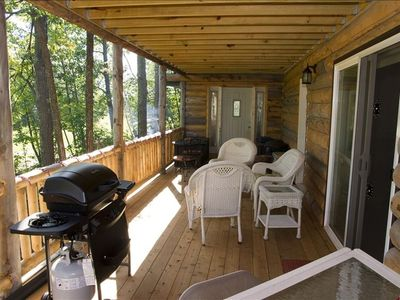 Beatiful lower Deck with bar and gas grill