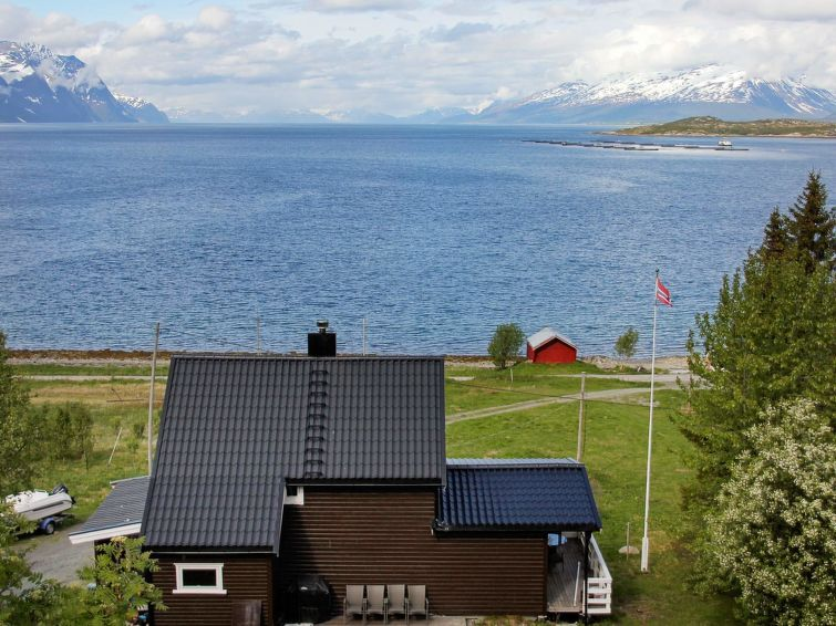 Vacation home Lyngseidet  in Lyngseidet, Northern Norway - 10 persons, 4 bedrooms