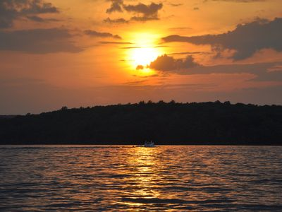 BEST DEAL for LAKEFRONT CABIN-Amazing Sunsets-Dock-Great WIDE Section of Lake
