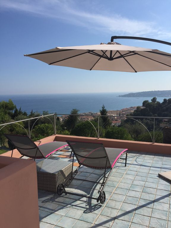 Villa with garden 12 min walk to the beach, beautiful view of the sea.