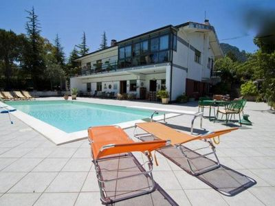 Monreale: elegant villa with swimming pool