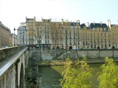 17th century properties facing the River Seine.