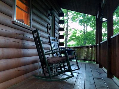 Come on in! Welcome to the Playhouse! Log cabin 2/2/loft. Deck, gas grill, Views
