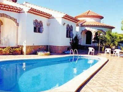 Detached villa for 12 people. with private pool in Miami Playa