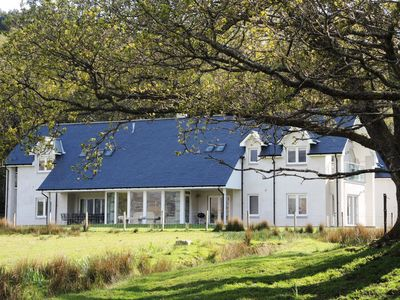 Luxury 5-bedroom architect-designed detached house, loch frontage, superb views