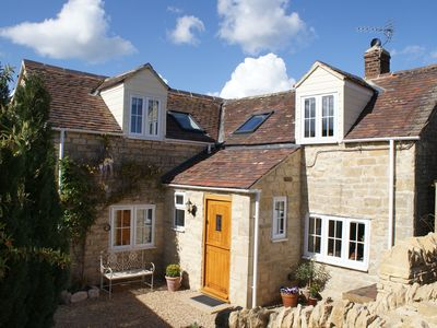 Cotswold Stone Cottage On The Slopes Of Bredon Hill