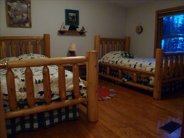 2nd bedroom with two twin beds.