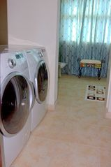Humacao studio photo - Washer and Dryer