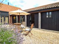 COURTYARD BARN 2, pet friendly in Coltishall, Ref 913889