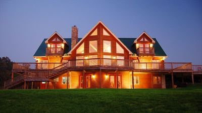 Nashville area luxury log home on secluded 18 acres for Cabin rentals vicino a nashville tn