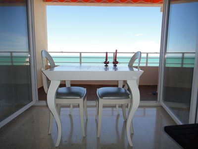 Beach front apartment with spectacular views of the beach. Parking and WIFI