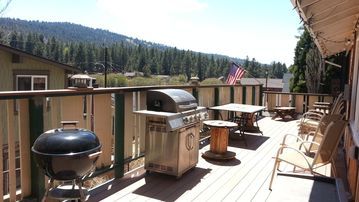 Moonridge cabin rental - Deck for entertaining or relaxing your entire group