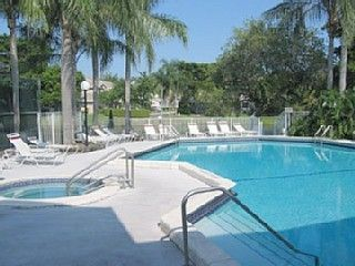 Deerfield Beach townhome photo - Pool and jacuzzi located on small lake