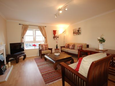A Lovely Modern City Centre Apartment with Private Parking