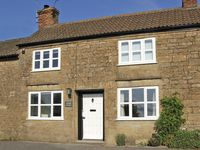 WAYSIDE COTTAGE, pet friendly in Shepton Beauchamp, Ref 3721