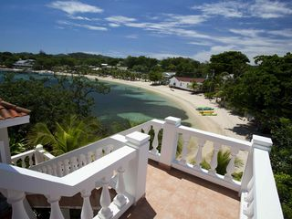 Roatan villa vacation rental photo