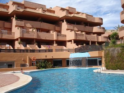 Large apartment in beautifully landscaped gardens with pools, gym, jacuzzi, wifi
