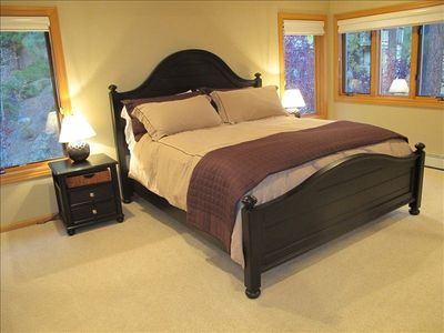 Beautiful bedroom with king size bed - Adjacent to Bedroom with 2 Twin Beds