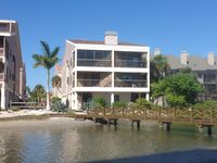 Huge Luxury Waterfront Condo With Pool. Great reviews!