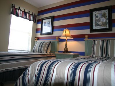 Emerald Island house rental - stripes twin bedroom