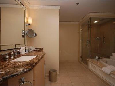 Key Biscayne hotel rental - Large bathroom suite