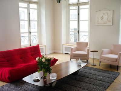 Palais Royal, 105 sq m, Chic Luxury And Sunny 2 Beds/ 2 Baths in  2eme District