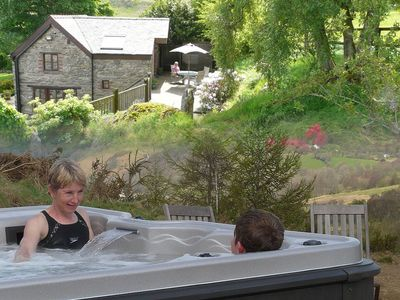 Idyllic Peaceful Cottage With Hot Tub, Sauna, Private Lake & Unbeatable Views - The Granary