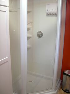 Minneapolis studio rental - Glass shower with dispenser for shower gel, shampoo, conditioner and lotion