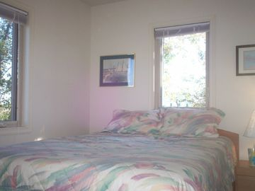 Queen bed /comfortable Easten Shore Accomodations