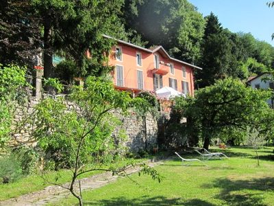 Red lake Como villa holiday home, garden lake view, parking
