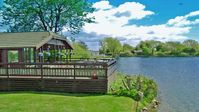 Luxury lodge, scenic lake birdlife, close to Chichester city and Goodwood