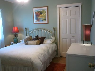 Austin farmhouse rental - 2nd Bedroom with full-size bed and walk-in closet